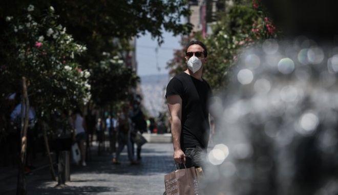 Στιγμιότυπο από το κέντρο της Αθήνας εν μέσω καύσωνα