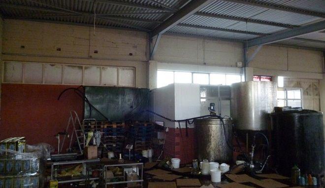 Κιλκίς: Εντοπίστηκε εργαστήριο νόθευσης και παρασκευής τόνων δήθεν ελαιολάδου