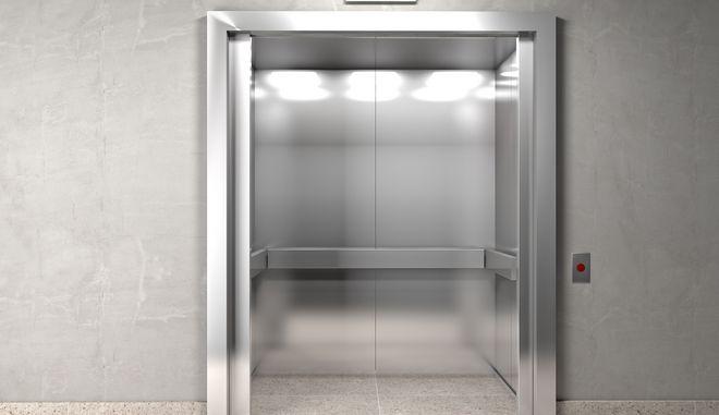 Ηλικιωμένος βρέθηκε νεκρός σε ασανσέρ. Είχε καλέσει για βοήθεια έναν μήνα πριν