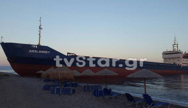 Αποκολλήθηκε το τουρκικό πλοίο που προσάραξε στη βόρεια Εύβοια
