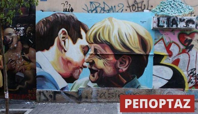 Όταν ο Τσίπρας φίλησε τη Μέρκελ αλά Μπρέζνιεφ