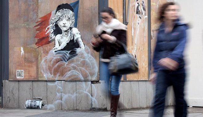 Στο πλευρό των προσφύγων του Καλαί ο Banksy με το νέο του graffiti
