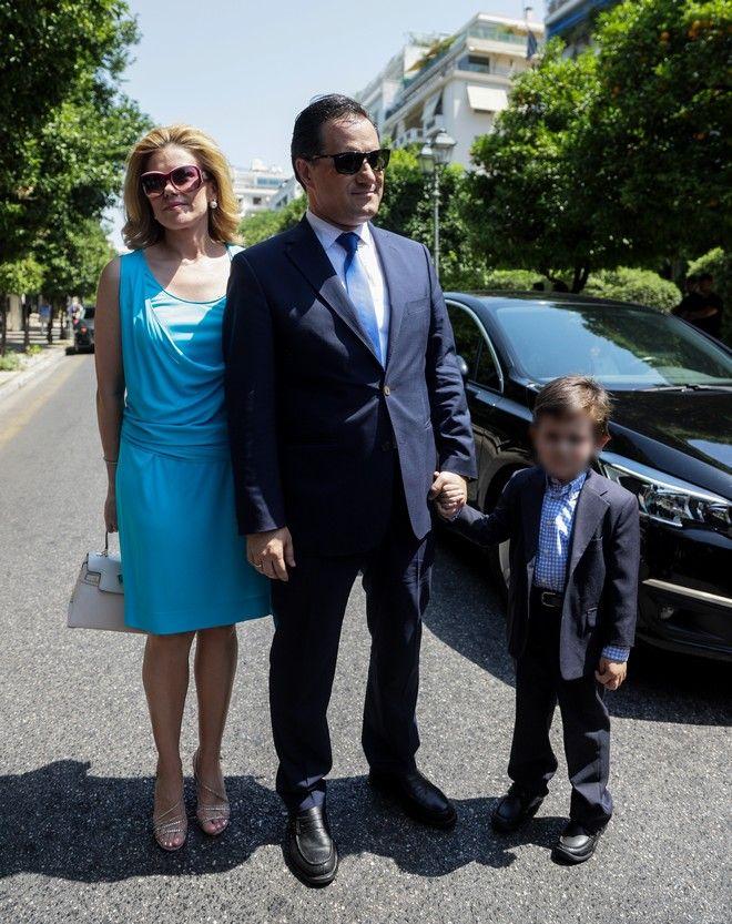 Ο Άδωνις Γεωργιάδης, η Ευγενία Μανωλίδου και ο μικρός γιος τους
