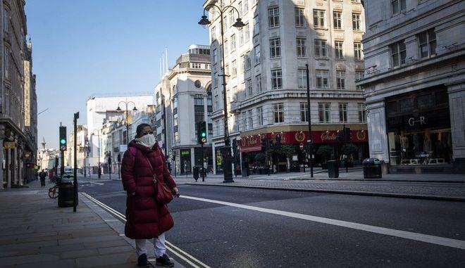Δρόμος στο Λονδίνο εν μέσω πανδημίας κορονοϊού