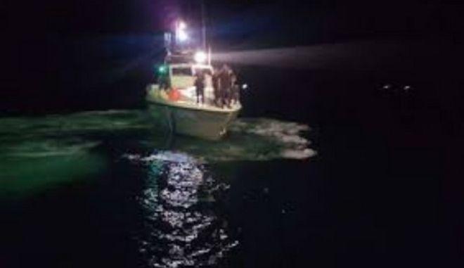 Χάλκη: Μεγάλη επιχείρηση διάσωσης μεταναστών