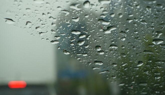 Βροχές, σκόνη και νοτιάδες το επόμενο τριήμερο