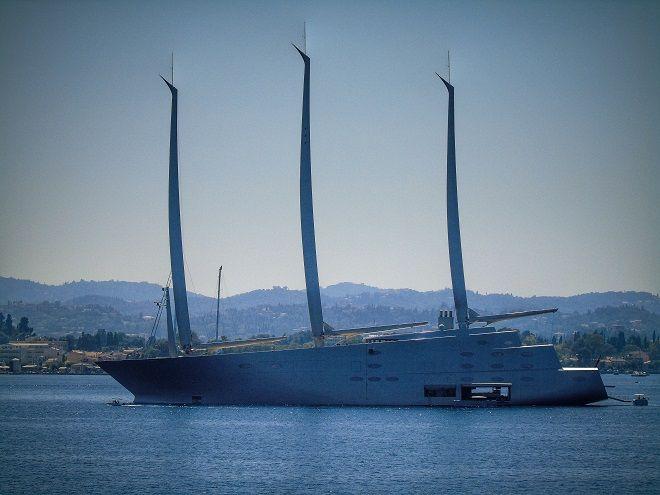 Το γιοτ του Ρώσου  Αντρέι Μιχαλένκο βρίσκεται στο λιμάνι της Κέρκυρας