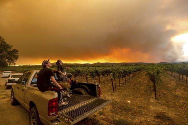 Καλιφόρνια: Εκατομμύρια στρέμματα στάχτη από τις καταστροφικές ...