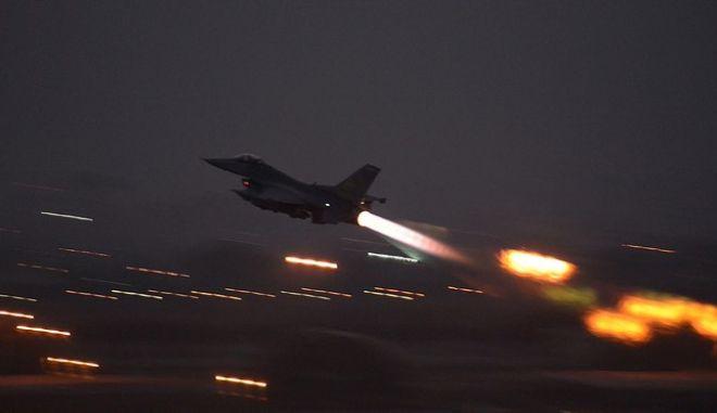 Μαχητικό F16 απογειώνεται από τουρκική βάση τον Αύγουστο του 2015