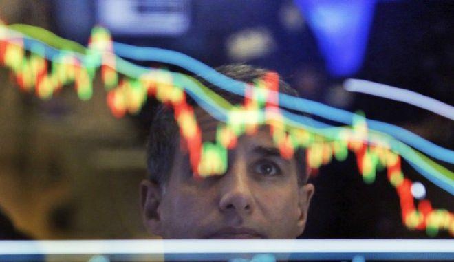 Μειώθηκαν οι αποδόσεις των βραχυπρόθεσμων ομολόγων μετά την αναβάθμιση από την S&P