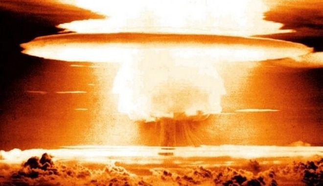 """Το """"μανιτάρι"""" της βόμβας τσαρ"""
