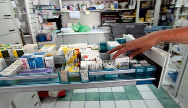 Φάρμακα σε ράφια φαρμακείου της Αθήνας , Πέμπτη 19 Αυγούστου 2010. ΑΠΕ-ΜΠΕ/ΑΠΕ-ΜΠΕ/ΟΡΕΣΤΗΣ ΠΑΝΑΓΙΩΤΟΥ