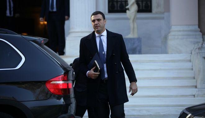 Ο Βασίλης Κικίλιας κατά την έξοδο του στο Μέγαρο Μαξίμου την Δευτέρα 9 Ιανουαρίου 2017. Ο Κυριάκος Μητσοτάκης είχε συνάντηση με τον πρωθυπουργό Αλέξη Τσίπρα για να ενημερωθεί για το Κυπριακό ζήτημα, με αποκορύφωμα τη Διάσκεψη της Γενεύης στις 12 Ιανουαρίου.  (EUROKINISSI/ΓΙΑΝΝΗΣ ΠΑΝΑΓΟΠΟΥΛΟΣ)