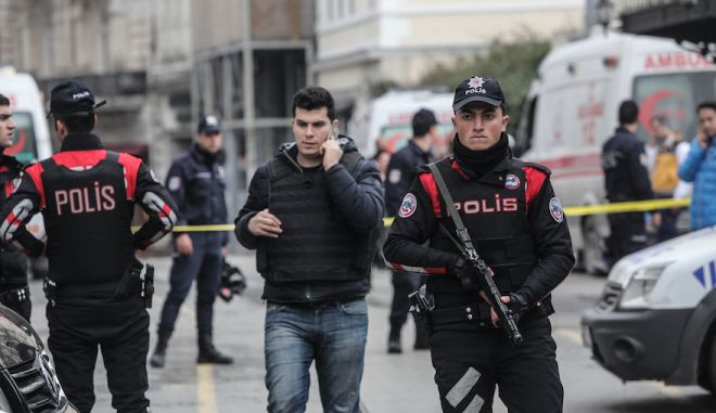 ISTANBUL, TURKEY - MARCH 19: Police secure the area following a suicide bombing in a major shopping and tourist district in the central part of the city on March 19, 2016 in Istanbul, Turkey. The explosion on Istanbul's main pedestrian shopping Istiklal street today killed at least four people and left many injured. (Photo by Burak Kara/Getty Images)