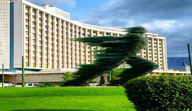 Βίλες και εμπορικά καταστήματα αλλάζουν το Hilton Αθηνών