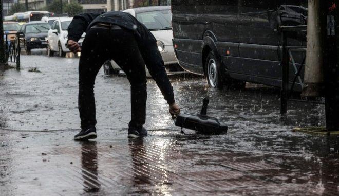 Συσσώρευση νερών από την έντονη βροχόπτωση