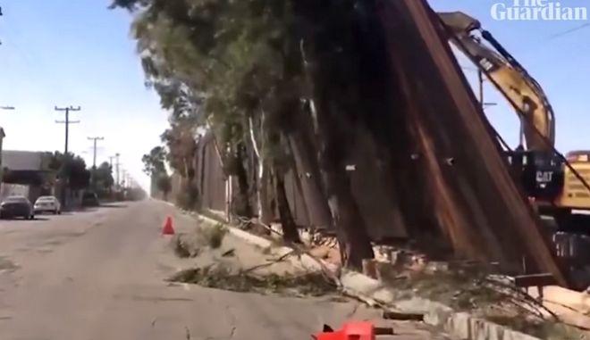 """Ο άνεμος """"ρήμαξε"""" το τείχος του Τραμπ στα σύνορα ΗΠΑ - Μεξικό"""