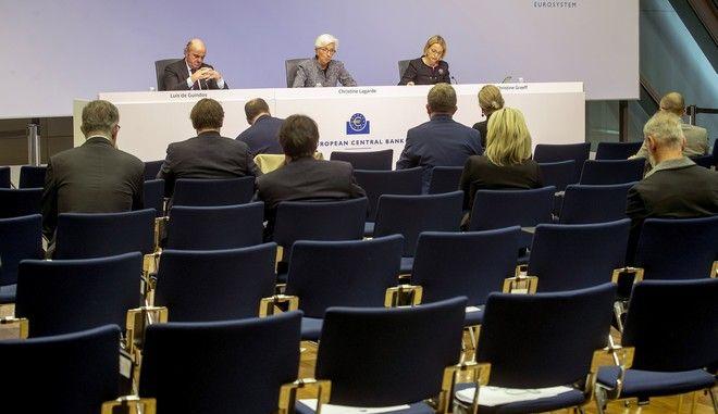 Η Κριστίν Λαγκάρντ και στελέχη της ΕΚΤ σε συνέντευξη Τύπου στην Φρανκφούρτη