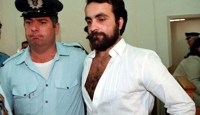 Ο Θεόφιλος Σεχίδης στην δίκη του, σε ηλικία 24 ετών, το 1996