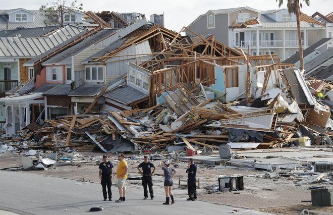 Έρευνες από τα συνεργεία διάσωσης μετά το πέρασμα του Μάικλ από το Mexico Beach στη Φλόριντα