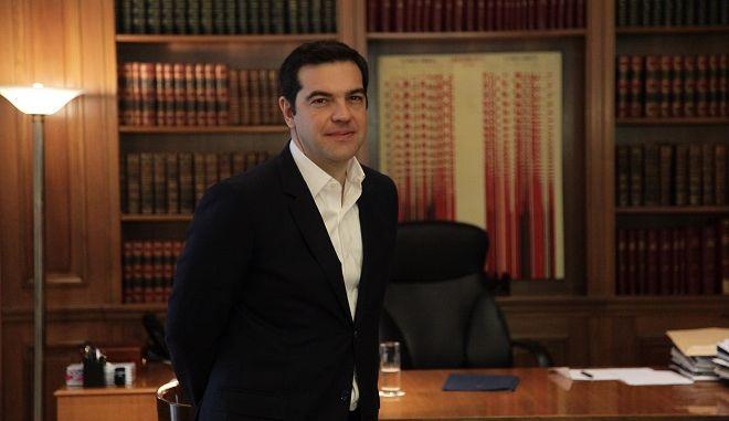 Ο Πρωθυπουργός Αλέξης Τσίπρας,συναντήθηκε με τον Επίτροπο Μετανάστευσης, Εσωτερικών, Υποθέσεων και Ιθαγένειας, Δημήτρη Αβραμόπουλο,για το προσφυγικό.(Eurokinissi-ΠΑΝΑΓΟΠΟΥΛΟΣ ΓΙΑΝΝΗΣ)