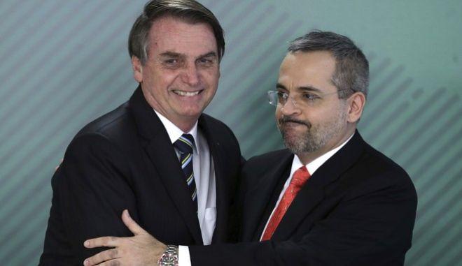 Ο υπουργός Παιδείας της Βραζιλίας, Άμπραχαμ Βάιντραουμπ πλάι στον πρόεδρο της Βραζιλίας, Ζαΐχ Μπολσονάρου