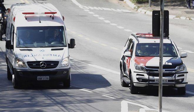 Ασθενοφόρο και περιπολικό στο Σάο Πάολο