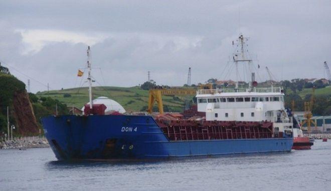 Ακυβέρνητο φορτηγό πλοίο ανοιχτά της Άνδρου