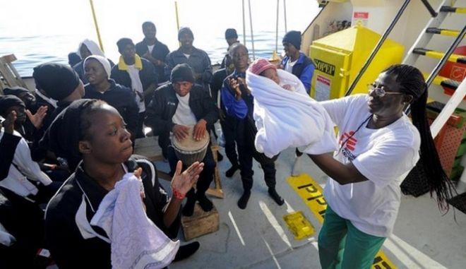 Μεσόγειος: 629 ψυχές στη μέση του πουθενά και απέναντί τους δύο χώρες
