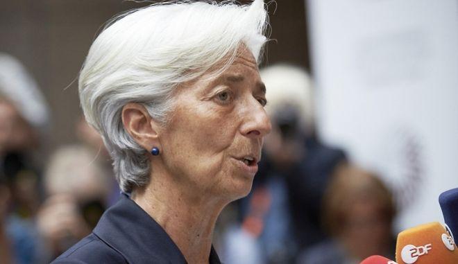 Η Λαγκάρντ πιέζει εκ νέου για την αναδιάρθρωση του χρέους