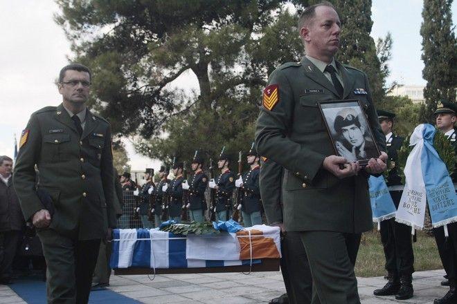 Τελετή παράδοσης των λειψάνων έξι Ελλήνων αγνοουμένων από την τουρκική εισβολή και την περίοδο 63-65, την Τρίτη 19 Ιανουαρίου 2016, στο υπουργέιο ΆΜυνας. Τα λείψανα τα οποία ταυτοποιήθηκαν με την εξέταση γενετικού υλικού, ανήκουν στον Συνταγματάρχη Σωτήριο Σταύρου, τους στρατιώτες Δημήτριο Τσούκα και Ζαχαρία Καρδάρα, τον έφεδρο Ανθυπασπιστή καταδρομέα Νικόλαο Καβροχωριανό, και τους έφεδρους Ανθυπασπιστές Θεοφάνη Λουκάκη και Νικόλαο Τσαγκιρόπουλο. (EUROKINISSI// ΣΤΕΛΙΟΣ ΣΤΕΦΑΝΟΥ)