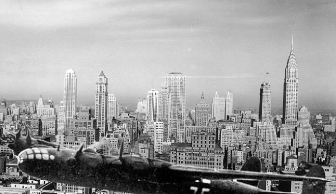 View of the Manhattan skyline with the Empire State Building and Chrysler Building (R), New York City, 1940s. (Photo by Hulton Archive/Getty Images)