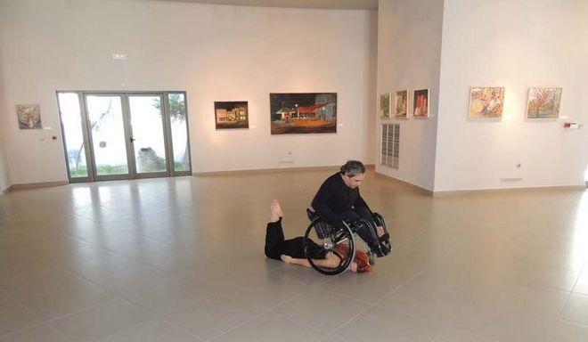 Βίντεο: Συγκλονιστικός χορός από έναν ανάπηρο στη Ρόδο - Καθήλωσε το κοινό με την θέληση του