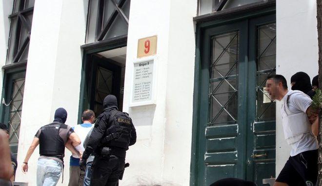 Απολογία στον ανακριτή των δύο συλληφθέντων στην αστυνομική επιχείρηση στη Νέα Αγχίαλο Μαγνησίας. τρίτη 2 Ιουνίου 2015. (EUROKINISSI/ΑΛΕΞΑΝΔΡΟΣ ΖΩΝΤΑΝΟΣ)