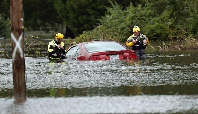 H βροχή του τυφώνα Φλόρενς είναι κατακλυσμιαία σε ορισμένες ζώνες της Βόρειας Καρολίνα
