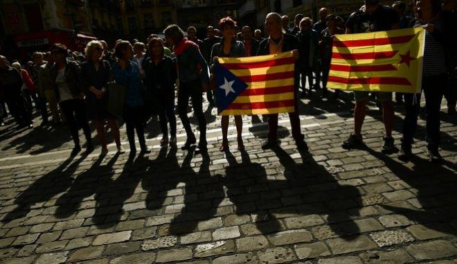 'Καζάνι που βράζει' η Καταλωνία: Συγκρούσεις διαδηλωτών - αστυνομίας στη Βαρκελώνη