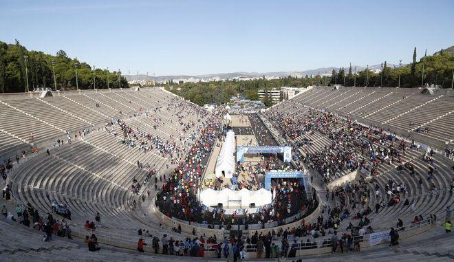 Γενική άποψη του Παναθηναϊκού Σταδίου κατα την διάρκεια του 34ου Μαραθωνίου της Αθήνας την Κυριακή 13 Νοεμβρίου 2016. (EUROKINISSI/ΣΤΕΛΙΟΣ ΜΙΣΙΝΑΣ)