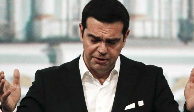 Ο Τσίπρας καταγγέλλει την Ευρώπη ότι μετατρέπει την Ελλάδα σε αποθήκη ψυχών