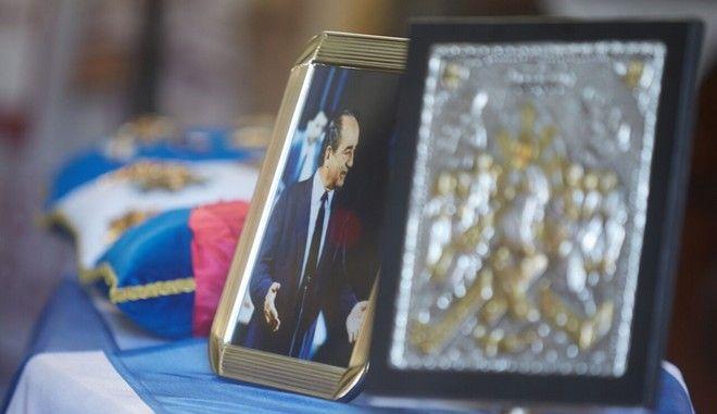 Σε λαϊκό προσκήνυμα η σορός του πρώην πρωθυπουργού και επίτιμου προέδρου της Νέας Δημοκρατίας Κων/νου Μητσοτάκη στο ναό της Αγίας Μαγδαληνής, στα Χανιά την Πέμπτη 1 Ιουνίου 2017.  (EUROKINISSI)