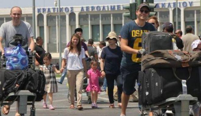 Βουλιάζει από τουρίστες η Κρήτη