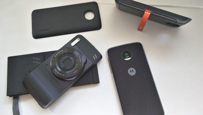 Τα νέα Moto Z smartphones της Lenovo μεταμορφώνονται απλά με ένα κλακ