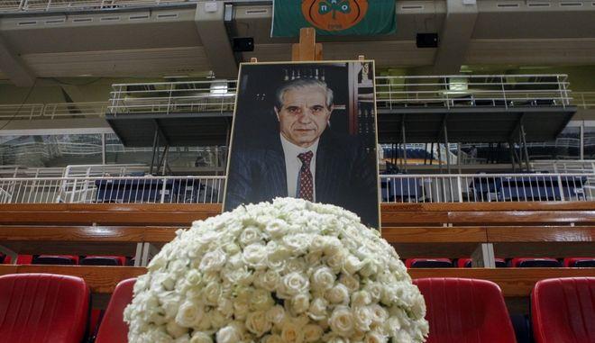 Λουλούδια στο ΟΑΚΑ για τον Παύλο Γιαννακόπουλο