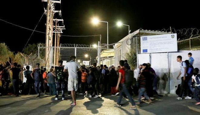 Εργαζόμενοι στη Μόρια πούλαγαν ινδική κάνναβη σε πρόσφυγες