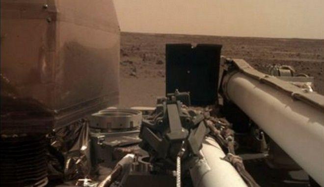 Συγκλονιστικές νέες φωτογραφίες του πλανήτη Άρη από το InSight