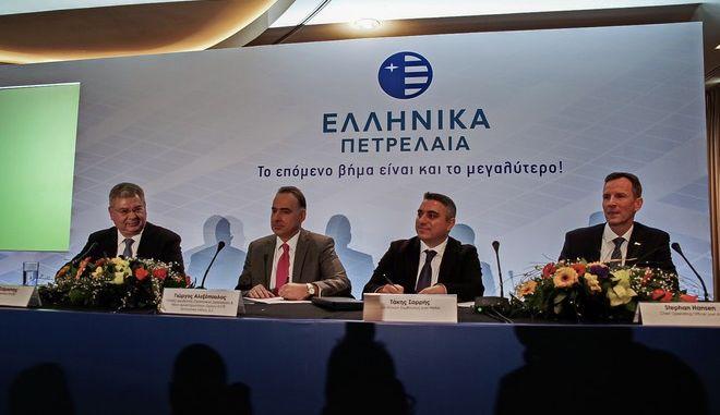 Τελετή υπογραφής της εξαγοράς από τα Ελληνικά Πετρέλαια του υπό ανάπτυξη φωτοβολταϊκού της Juwi Hellas