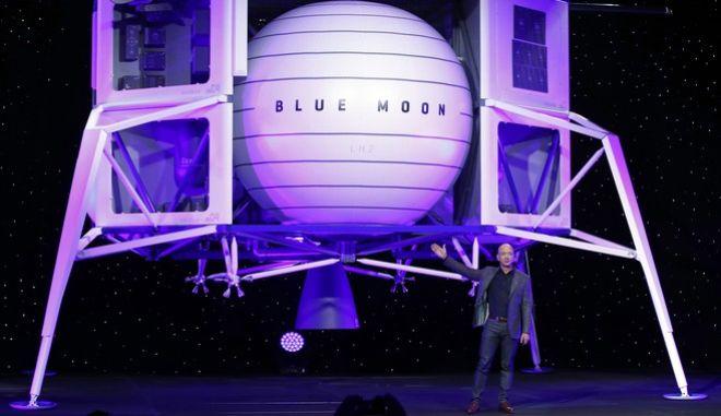 Ένα ταξιδάκι στο διάστημα έχει κανονίσει για το φετινό του καλοκαίρι ο Τζεφ Μπέζος