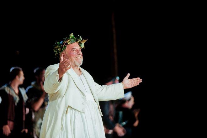 Ο ηθοποιός Κώστας Βουτσάς στη σκηνή