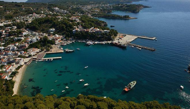 Το λιμάνι της Αλοννήσου