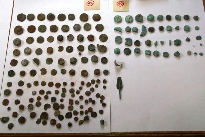 Ηλικιωμένος κατέλαβε αποθήκες στην Χαλκιδική και τις γέμισε αρχαία