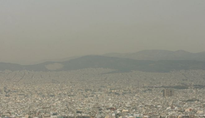 Η άνοδος της θερμοκρασίας,η άπνοια και η υγρασία έφεραν και πάλι το νέφος πάνω από την πόλη.Εικόνα από τον Λυκαβηττό,8 Ιουνίου 2011  (EUROKINISSI/ΤΑΤΙΑΝΑ ΜΠΟΛΑΡΗ)